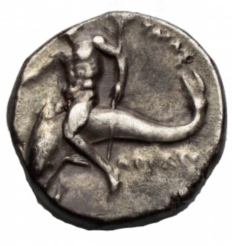 reverse: Mondo Greco - Calabria. Taras. III Sec. a.C.Nomos. D/ Giovane su cavallo volto verso destra A. R/ Taras su delfino con tridente. Peso 6,5 gr. Diametro 19,03 x 19,58 mm.BB.Patina.