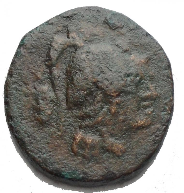 obverse: Mondo Greco -Lucania. Heraclea. 380-281 a.C.Ae. D/ Testa di Atena a destra. R/ Eracle a sinistra con clava e pelle di leone. SNG Cop.1139. Peso 2,17 gr. Diametro 13,4 x 14,4 mm.BB