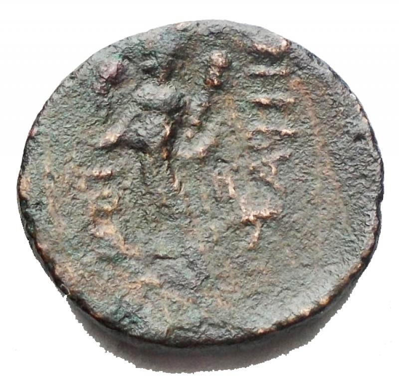 reverse: Mondo Greco -Lucania. Heraclea. 380-281 a.C.Ae. D/ Testa di Atena a destra. R/ Eracle a sinistra con clava e pelle di leone. SNG Cop.1139. Peso 2,17 gr. Diametro 13,4 x 14,4 mm.BB