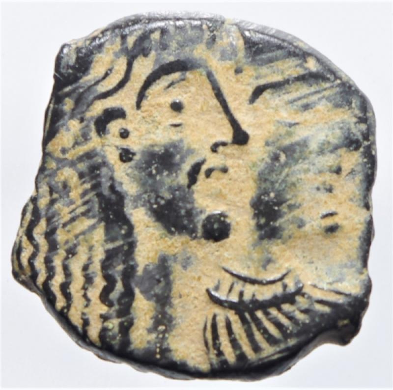 obverse: Mondo Greco. Nabatea.Rabbel (II) e Gamilat . D/ Busti affiancati di Rabbel (II) e Gamilat verso destra . R/ due cornucopiae. AE. g. 2,00 mm. 19.00 .BB+.Bellissima patina deserto
