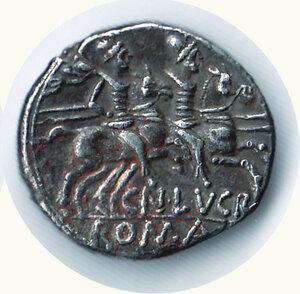 reverse: LUCRETIUS TRIO - Denario 136 a.C.