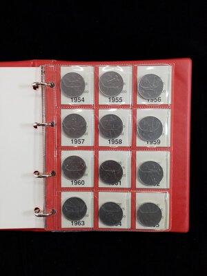 reverse: REPUBBLICA ITALIANA Album contenente 50 monete da 50 Lire