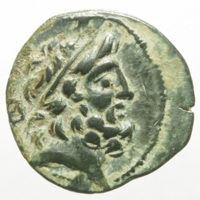 obverse: Mondo Greco.Cilicia. Elaiussa-Sebaste. AE 22. I a.C. (Sng Levante-826).D\ Testa di Zeus a destra R\ EAIOYIN. Nike avanzando a sinistra con corona davanti monogramma. Ae. Peso 5,38 gr 21,4mm.qSPL.R