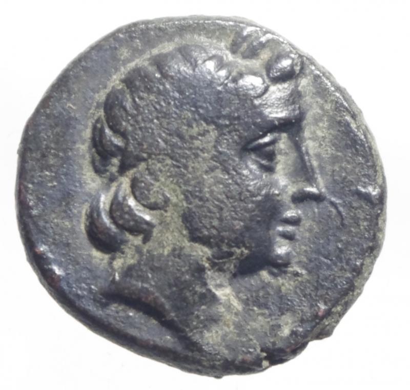 obverse: Mondo Greco.Antioco II Theos. 261-246 a.C. D\Testa laureata di Apollo a destra / BAIE ANTIOXOY, Tripode . SC 522, type 10.Diametro 20 mm.BB+