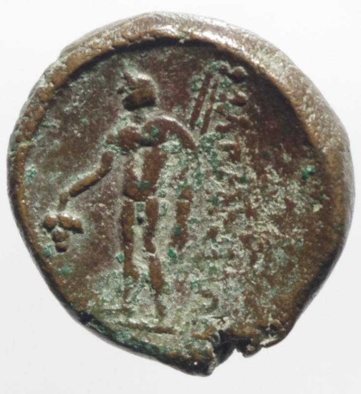 reverse: Mondo Greco. Tracia. Maroneia. Dopo il 146 a.C. D/ Testa di giovane Dionysos con corona d edera a destra. R/   . Dioniso stante di fronte, il capo volto a sinistra, tiene grappolo d uva con la mano destra, due lance e mantello con la sinistra. In basso a sinistra, monogramma. Peso 6,10 gr Diametro 23,00 mm. BB.