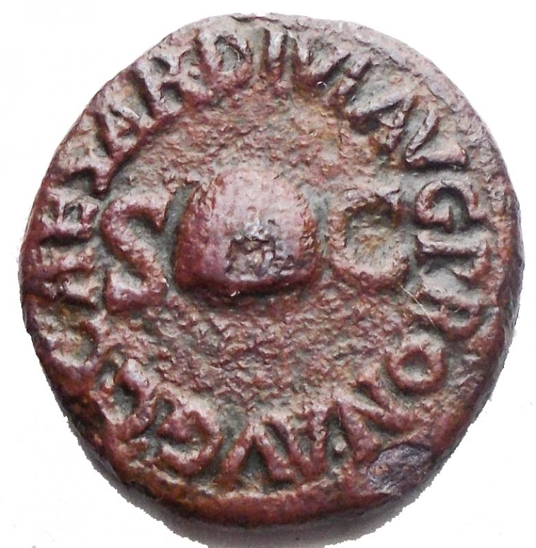 obverse: Impero Romano - Caligola (37-41). Quadrante Ae.  D/ C CAESAR DIVI AVG PRON AVG. Pileus tra S - C. R/ PON M TR P III PP COS DES III intorno a RCC. RIC 39. g 3,36. mm 16,8 x 17,6. BB