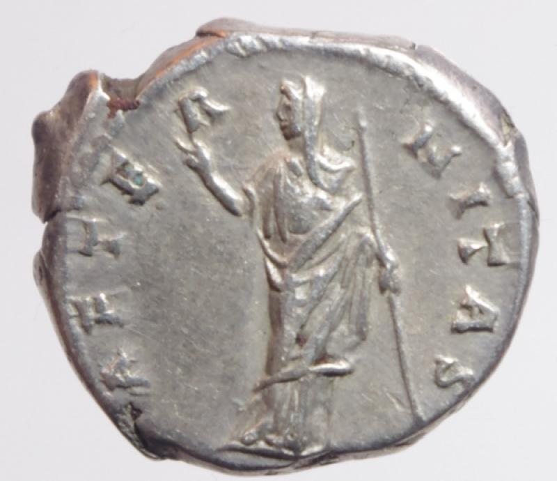 reverse: Impero Romano. Faustina I, moglie di Antonino Pio. Morta nel 141 d.C. Denario. D/ DIVA FAVSTINA Busto diademato verso destra. R\ AETERNITAS Faustina con un velo regge il globo. Cohen 32. Peso 3,40 gr. Diametro 18,48 mm.BB+.
