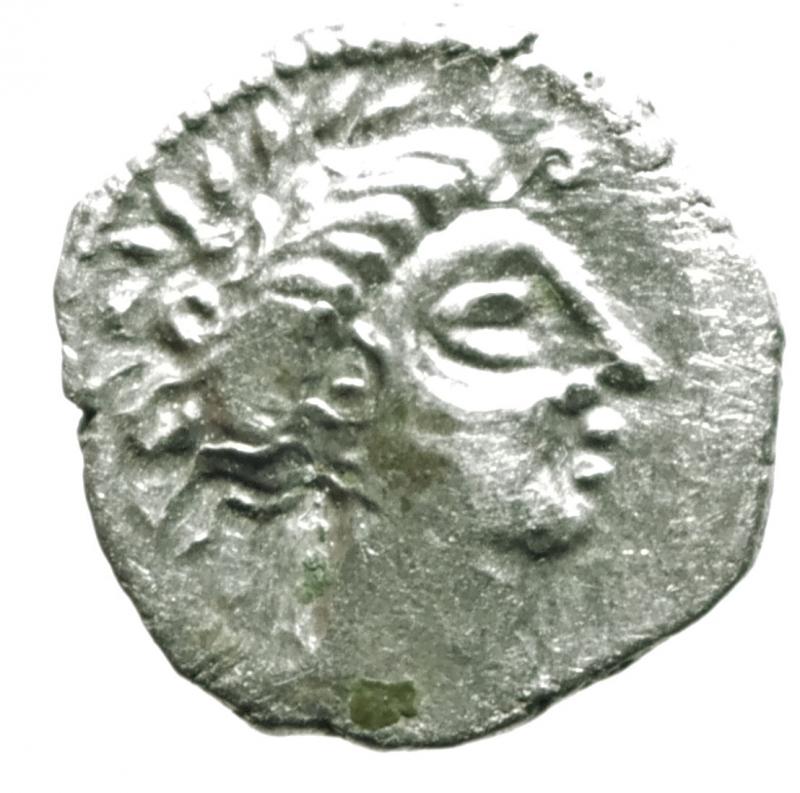 obverse: Mondo Greco. Celti. Gallia Cisalpina. Insubri. III-II Sec. a.C. Dracma, imitazione del tipo massaliota. Ag. D/ Testa di Artemide a destra. R/ Leone stilizzato gradiente a destra. Peso 2,85 gr. Diametro 15,00 mm. BB+