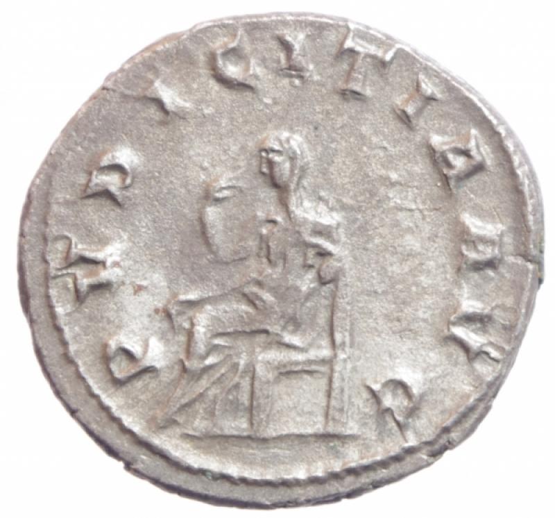 reverse: Impero Romano. Erennia Etruscilla. (moglie di Traiano Decio) 249-251 d.C. AR Antoniniano. D/ HER ESTRVSCILLA AVG Busto diademato verso destra. R/ PVDICITIA AVG Pudicitia seduta verso sinistra con scettro mentre si nasconde il volto con un velo. RIC 65. Peso 4,42 gr. Diametro 22,65 mm. SPL.