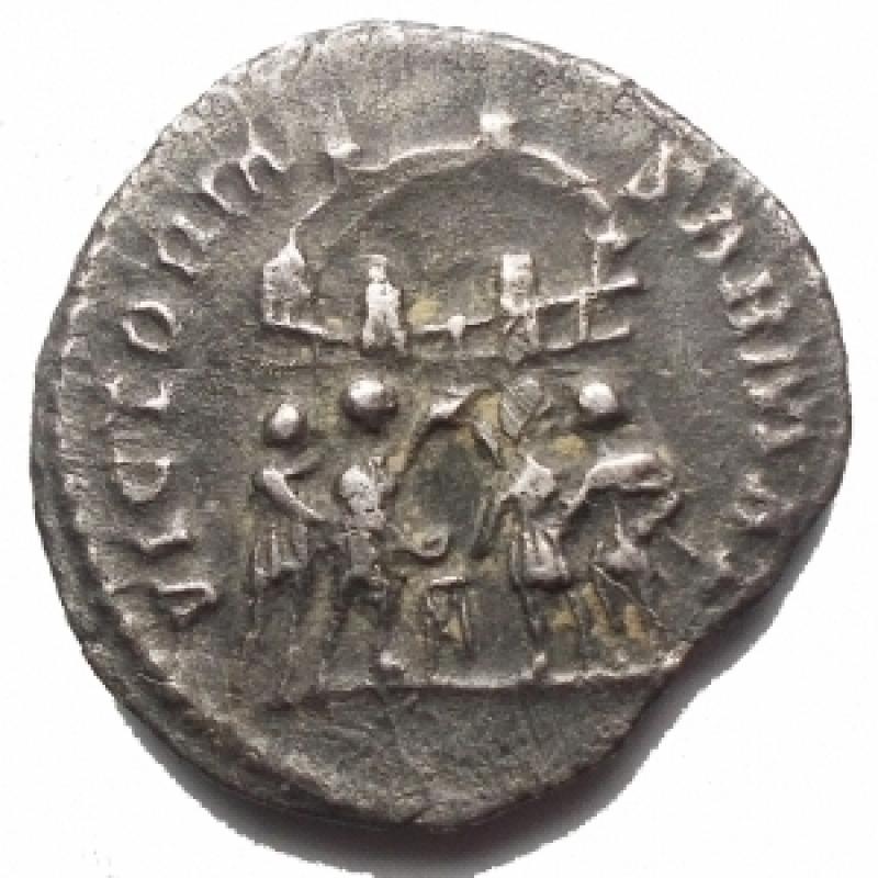 reverse: Impero Romano - Costanzo I. Cloro come Cesare, 293-305 d.C. Argenteo (3,00 g). Ca 294 d.C. Treviri.     d/ CONSTAN TIVS NOB C, testa con corona d alloro a destra r/ VICTORIA SARMAT  I tetrarchi sacrificano sul treppiede di fronte al campo con sei torri. RIC VI 101. BB-qSPL/ BB+. Intonso. RR. §