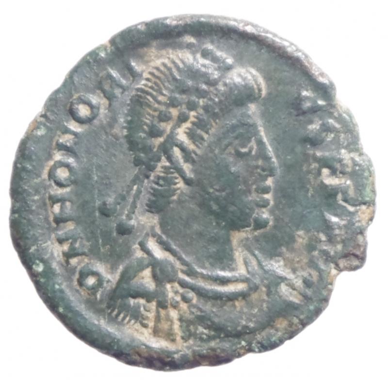 obverse: Impero Romano.Onorio (393-423).  395-401 d.C.D\ Busto diademato verso destra R/ l Imperatore incoronato dalla vittoria.Diametro 18 mm.BB+\qBB