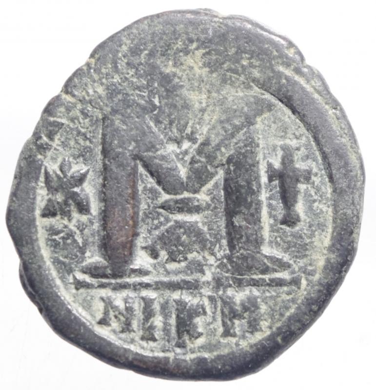 reverse: Bizantini. Giustiniano I. 527-565 d.C. AE Follis. Nicomedia. D/ D N IVSTININVS PP AVG, Giustiniano a destra . R/ Grande M a sinistra stella sopra croce, a destra croce esergo NIK N Peso gr. Diametro 31,03 mm. BB+.
