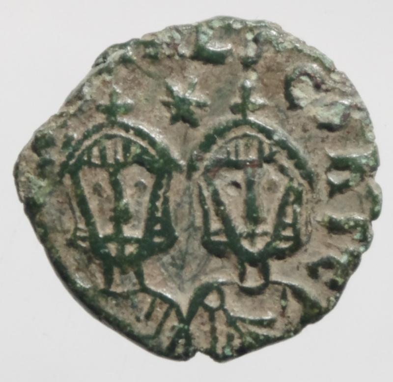 reverse: Bizantini .Teofilo II. 829-842 d.C. Follis. AE. Siracusa. D/ EOFILOS bAS. Busto frontale di Teofilo. R/ Busti frontali di Michele II e Costantino. Cfr. SPAHR 413. Peso 1,95 gr .qSPL.