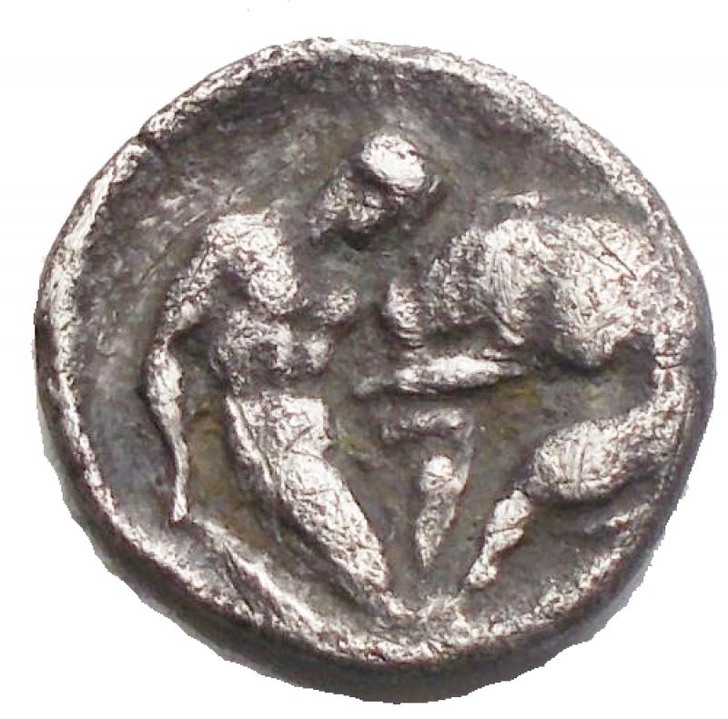 obverse: Mondo Greco -Calabria, Taranto.Diobolo Ag 302-228 a.C.D/ Testa di Athena a destraR/ Eracle che lotta con il leone Nemeo. g 0,91. mm10,48 x 11,2. qBB