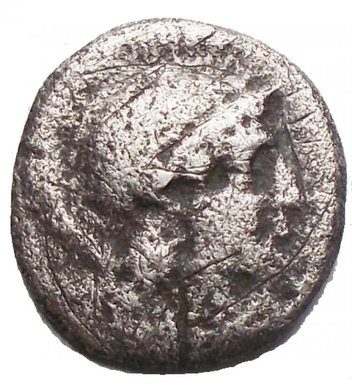reverse: Mondo Greco -Calabria, Taranto.Diobolo Ag 302-228 a.C.D/ Testa di Athena a destraR/ Eracle che lotta con il leone Nemeo. g 0,91. mm10,48 x 11,2. qBB
