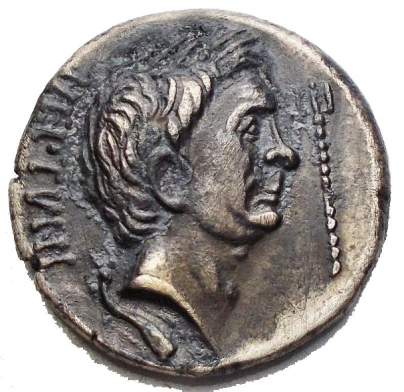 obverse: Medaglie e Placchette - Medaglia a riprodurre denario di Pompeo. gr 3,6. mm 17,4