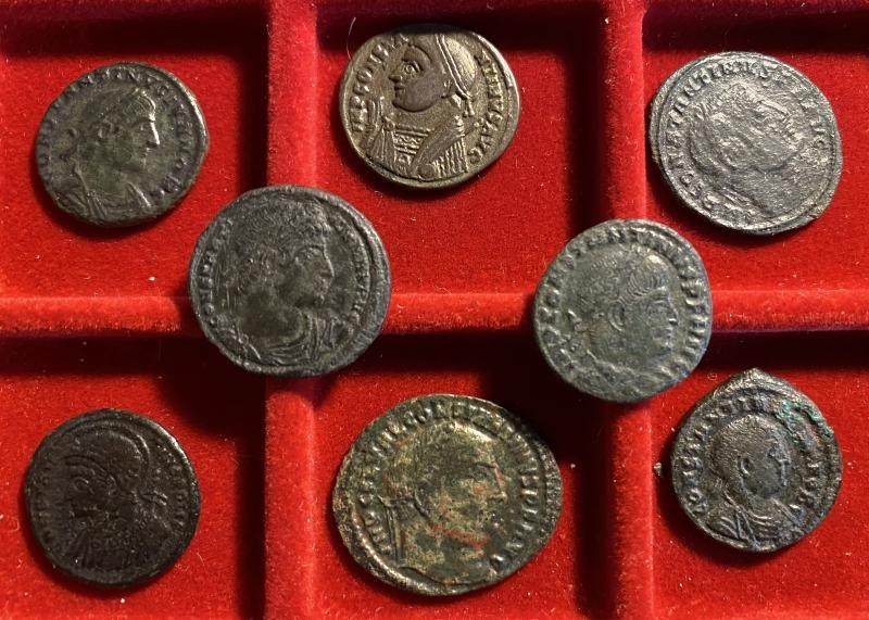 obverse: 8 monete costantino