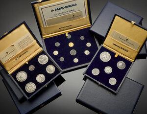 obverse: Riproduzioni emesse dal Banco di Roma raffiguranti monete dell epoca rinascimentale e romana in eleganti astucci.
