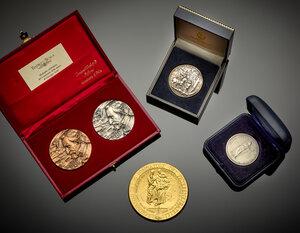obverse: Lotto composto da una riproduzione del 5 lire 1848 di Milano e quattro medaglie moderne di cui una in argento.