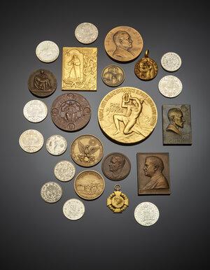 obverse: Insieme di medaglie e placchette di diversa epoca con alcune riproduzioni di monete.