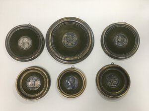 obverse: Sei medaglie in argento del XIX secolo riguardanti personaggi storici in quadretti rotondi. evidenti segni di ossidazione.