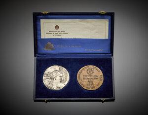 obverse: Cofanetto di San Marino contenente una medaglia commemorativa del 25° anniversario della FAO.
