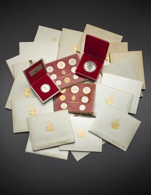 obverse: Insieme di monete moderne della Città del Vaticano, del pontificato di Giovanni Paolo II, alcune in confezione originale.