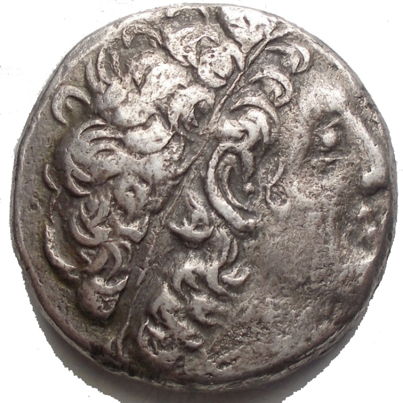 obverse: Mondo Greco - Ptolemaic Kings of Egypt. Ptolemy XII Neos Dionysos (80-51 BC). AR Tetradrachm (23,11 mm. 13,74 g) Paphos mint, Year 19 (= 63-62 BC). Obv. Diademed head right wearing aegis. Rev. ΠTOΛEMAIOΥ BAΣIΛEΩΣ, eagle standing left on thunderbolt, wings closed, date LIΘ in left field and ΠA in right field. Svoronos 1857 (Cleopatra VII).Toned. Very fine.