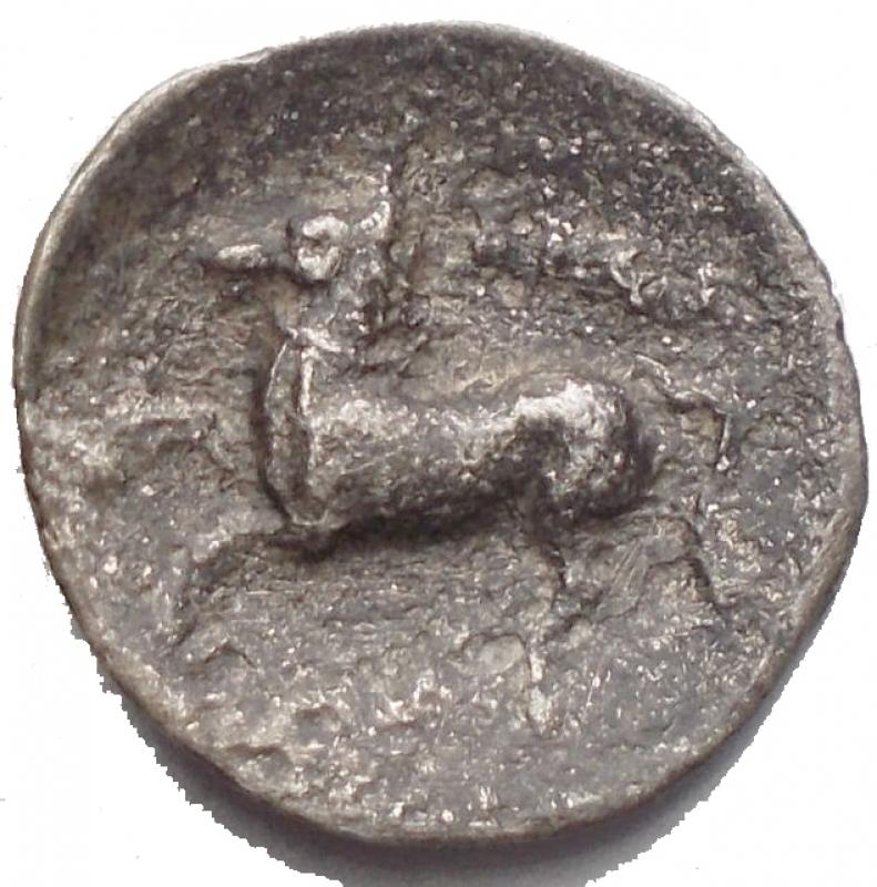 reverse: Mondo Greco -  Apulia, Arpi. AR Diobol, c. 325-275 BC. D/ Head of Athena right, wearing Attic helmet decorated with hippocamp. R/ APΠA retrograde. g 0,62. mm 12,6. aVF. Rare