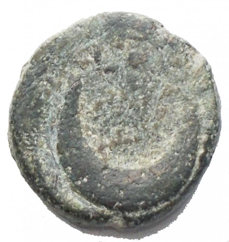 reverse: Mondo Greco - Apulia, Luceria. Semuncia, 211-200 a.C. D/ Testa di Artemide a destra. R/ Crescente. HN(Italy) 683. AE. g. 2.13 mm 12. BB