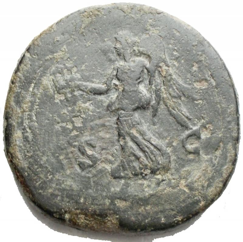 reverse: Impero Romano - Marco Aurelio (161-180), Sesterzio, Roma, 166-167 d.C.; AE g 23,59 d/ Testa laureata a ds r/ la Vittoria avanza verso sn con corona e trofeo; ai lati S - C. RIC 948; C 815. Patina verde. qBB