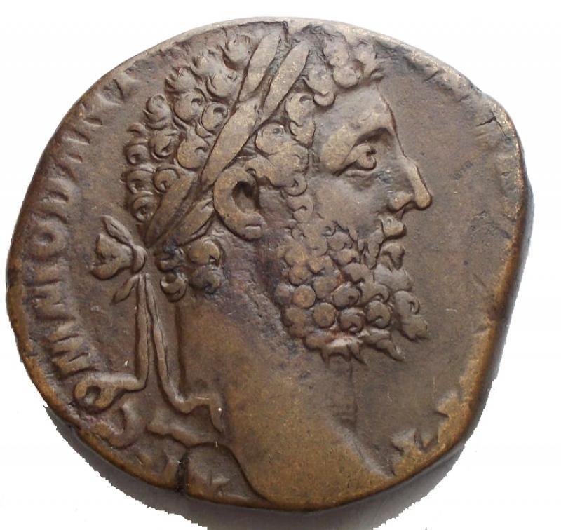 obverse: Impero Romano - Commodo. 177-192 d.C. Æ Sesterzio 28,6 x 27,2 mm. 19,16 g. Zecca di Roma. Colpito nel 189 d. C. d/ Testa laureata a destra r/ Securitas seduta a sinistra, con in mano un globo, con il braccio sinistro appoggiato su una sfinge. RIC III 529; MIR 18, 780-6/30; Banti 381. VF. Bel ritratto e bella patina verde marrone  Impero Romano - Commodus. AD 177-192. Æ Sestertius 28,6 x 27,2 mm. 19,16g. Rome mint. Struck AD 189. d/ Laureate head right r/ Securitas seated left, holding globe, resting left arm on sphinx. RIC III 529; MIR 18, 780-6/30; Banti 381. VF. Nice portrait and nice brown green patina
