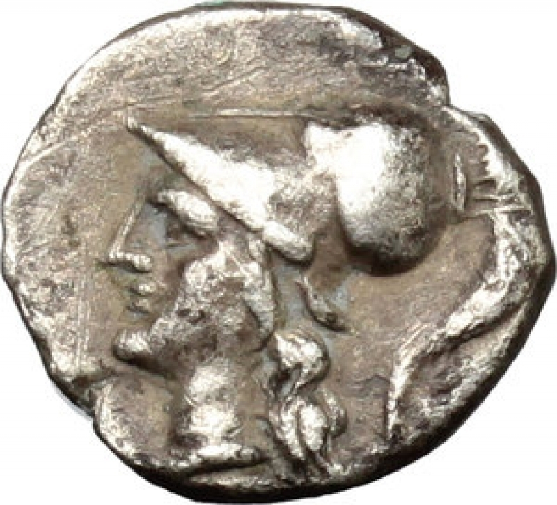 obverse: Mondo Greco - Tarentum. AR Diobol, c. 272-228 BC. D/ Head of Athena left, wearing crested Corinthian helmet. R/ Herakles standing facing, head right, fighting the Nemean lion; club raised overhead about to strike lion; in left field, ΔI. HN Italy-. Vlasto 1414. AR. g. 0.99 mm. 11.00 Rare. A very attractive example, perfectly centred and prettily toned. Good VF.