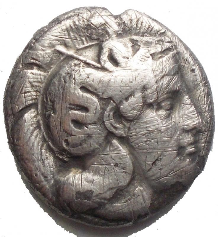 obverse: Mondo Greco - Lucania, Thurium. Nomos, 400-350. D/ Testa di Athena a destra, che indossa elmo attico decorato con Scilla. R/ Toro cozzante a destra. In esergo: pesce. AG. g 6,98. mm 18,7 x 19,9. qBB/MB+.