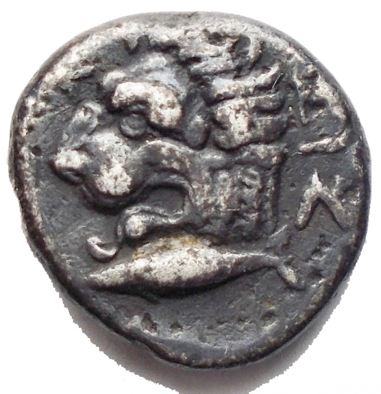 reverse: Mondo Greco - Misia. Kyzikos. Dracma Ag. 390-340 aC d/ Testa di Kore Soteira (Persefone) a sn. r/ KYZI. Testa di leone a sinistra, sotto  tonno a sinistra. g 3,11. mm 13,9. qBB-BB