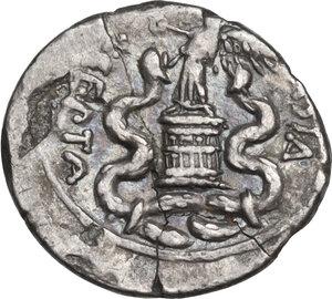 reverse: Augustus (27 BC - 14 AD).. AR Quinarius, 29-26 BC, uncertain mint