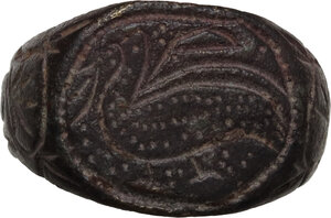 Bronze engraved ring, the bezel decorated with bird, floral decoration around.  Medieval period.  Size 17.50 mm