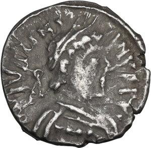 obverse: Justinian I (527-565). AR Half Siliqua, Ravenna mint