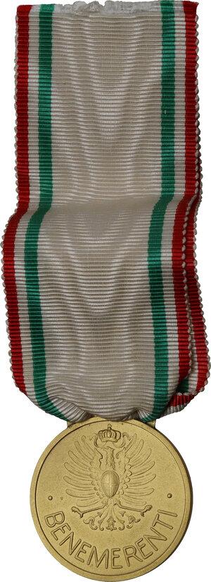 reverse: Vittorio Emanuele III (1869-1943). Medaglia Croce Rossa Italiana ai Benemerenti
