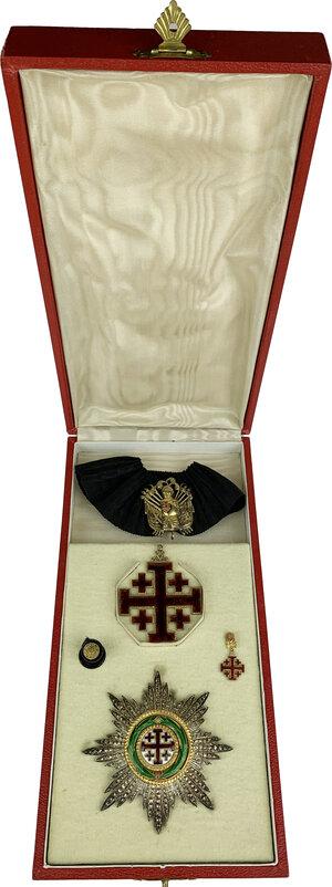 obverse: Ordine Equestre del Santo Sepolcro di Gerusalemme. Croce d ordinanza con nastro da collo in seta nera con trofeo militare dorato e placca da Commendatore con placca. In aggiunta: miniatura e rosetta da occhiello