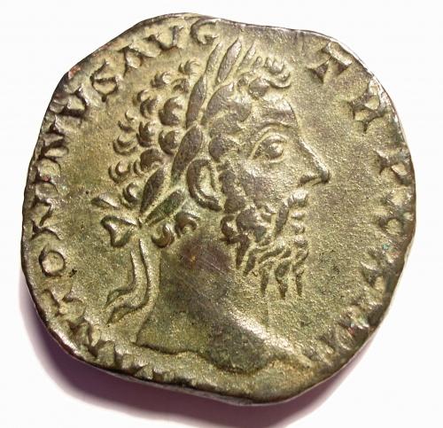 dbfe5a2f0a Sesterzio di Marco Aurelio 161-180 a.C. SALVTI AVG COS III - Dea ...